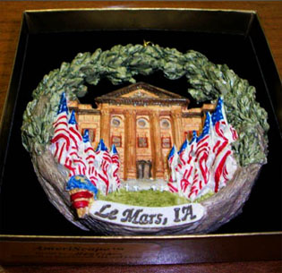 Le Mars Ornament showing the courthouse